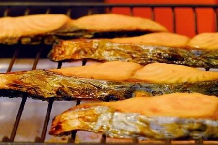 鮭の皮は食べる?それとも食べない?カロリーや食べ過ぎの弊害は?