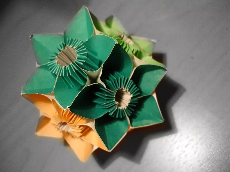 800px Kusudama - 20 Fascinating Examples of Origami Art
