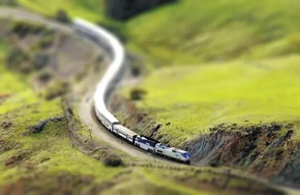 train tiltshift - 30+ Awesome Examples of Tilt-Shift Photography