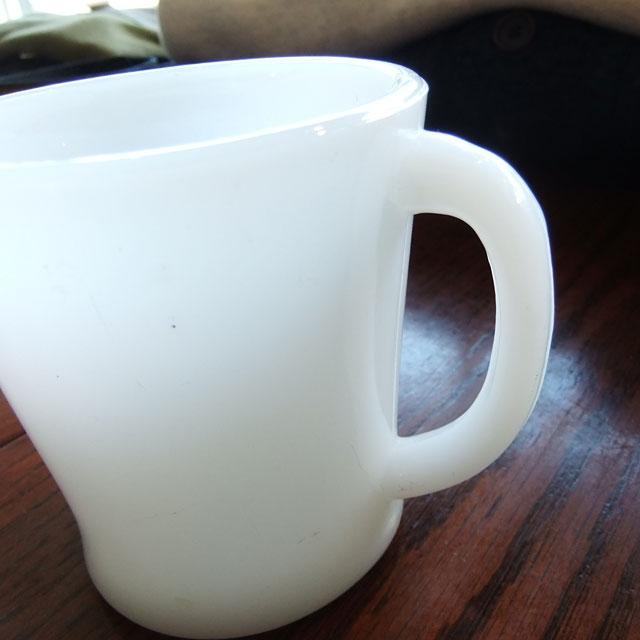 ノーブランドミルクガラスマグ