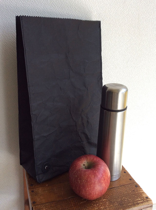 NOMADクラフト素材とタイベックのバッグ