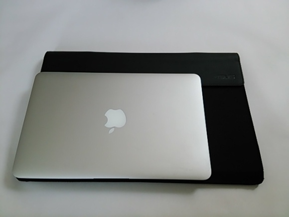 MacbookAirとMB168B+の比較