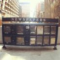 En el 2012, así de vacía y en desuso lucía esta máquina expendedora de periódicos en el centro de Chicago.