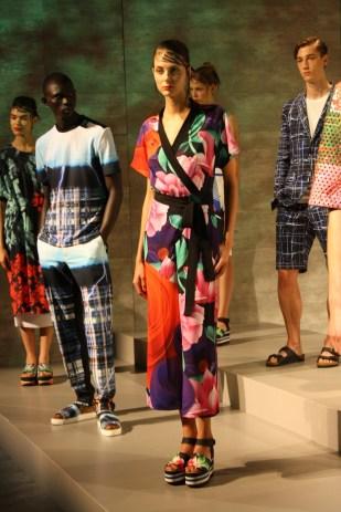 Los estampado inspirados en las telas chinas lucieron muy alegres.