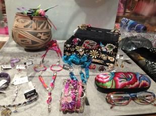Pineda Covalín se ha distinguido por ser una marca excelente para regalar. Aquí sólo una muestra de todos los accesorios que tienen.