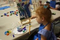 Cristina gozó combinando colores y pintando con pinceles y pintura acrílica.