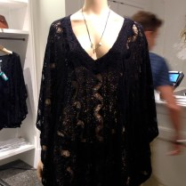 El negro no es un color fácil de usar en Miami, pero un modelito como éste definitivamente se puede adaptar a cualquier ocasión.