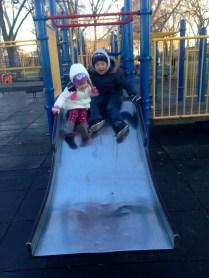Cristina se hizo amiga de este niño durante nuestra visita al parque.