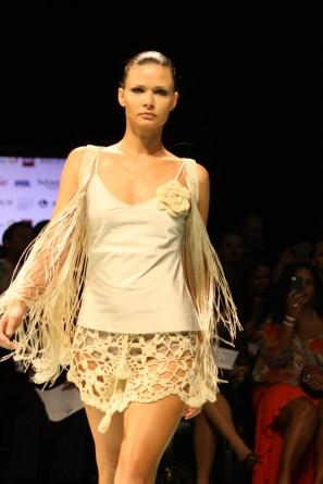 La diseñadora argentina Agostina Bianchi, presentó una colección llena de exquisitos diseños confeccionados a base de tejidos.