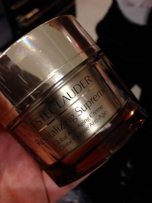Revitalizing Supreme de Estée Lauder fue la crema que utilizó Víctor Henao en esta ocasión.