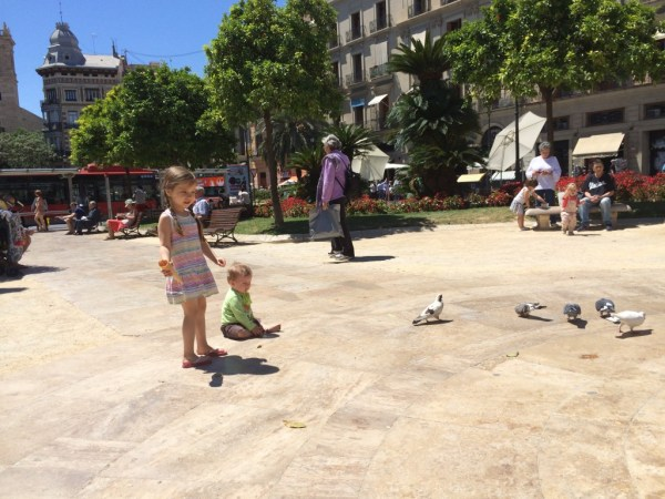 Pavza za spočit noge, pojest sladoled in malo podit golobe po parku.
