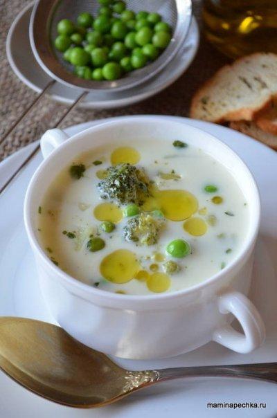 Сырный суп с брокколи и зелёным горошком