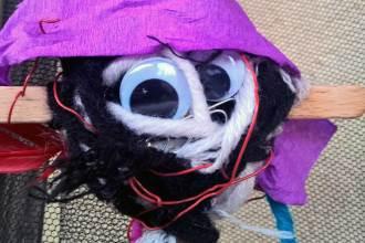 Halloween mit Kindern: Halloween Deko aus Müll basteln