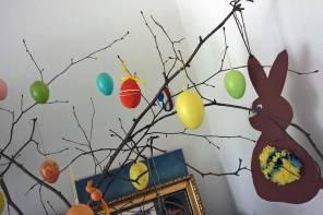 Pompon Küken basteln, Osterhasen und mehr lustige Ideen für Ostern mit Kindern