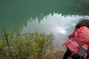 Kinderforscher und Entdecker am Berg