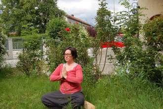 Yoga zuhause üben: wertvolle Mini-Auszeit rettet das Wochenende