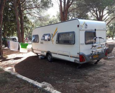caravan op de camping