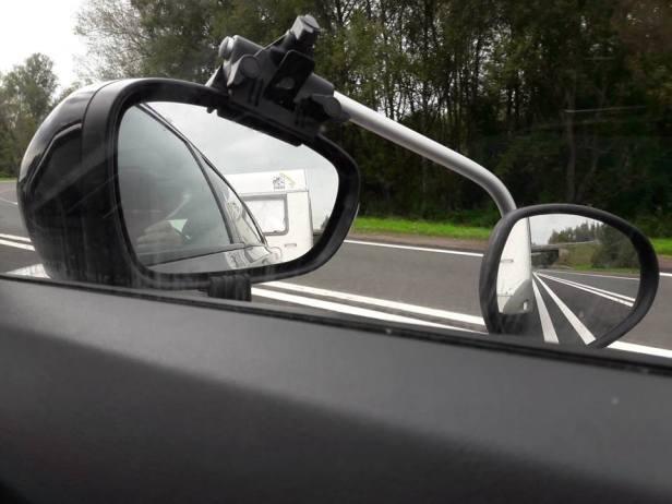 op pad met de caravan de spiegels