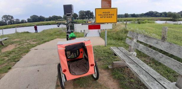 fietsen met de hondenfietskar pont