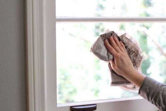 طريقة تنظيف الزجاج من البقع