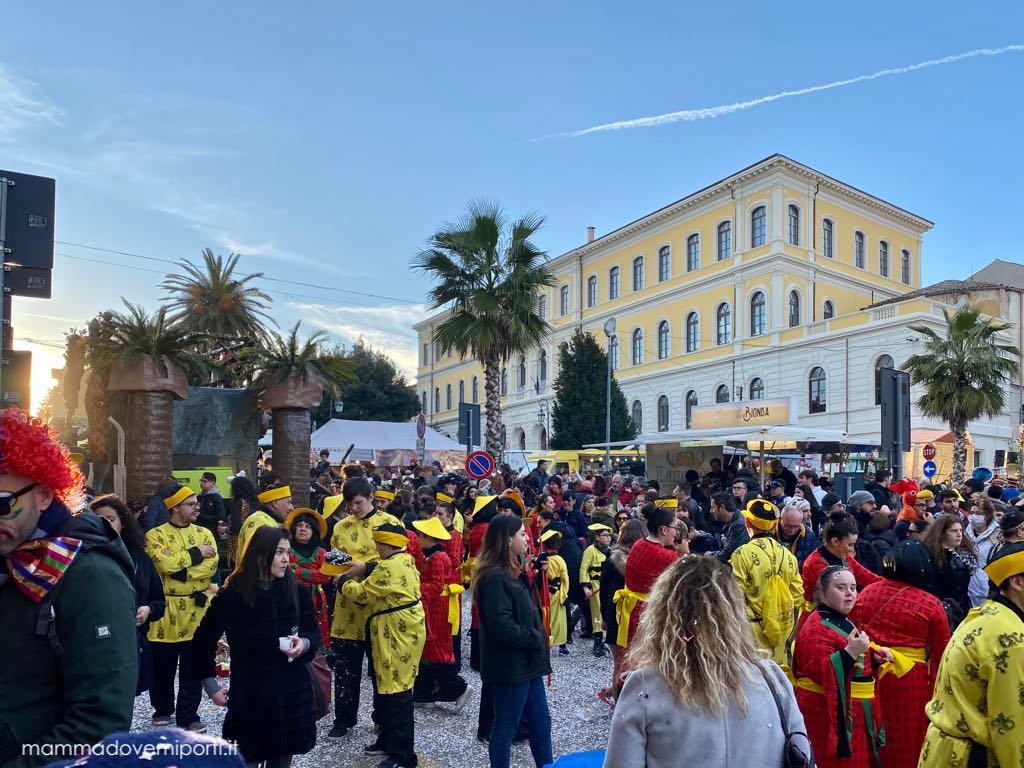 Carnevale Giuliese con tante maschere di Carnevale