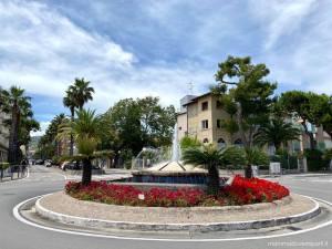 Mare in Abruzzo con bambini: Tortoreto la rotonda in centro