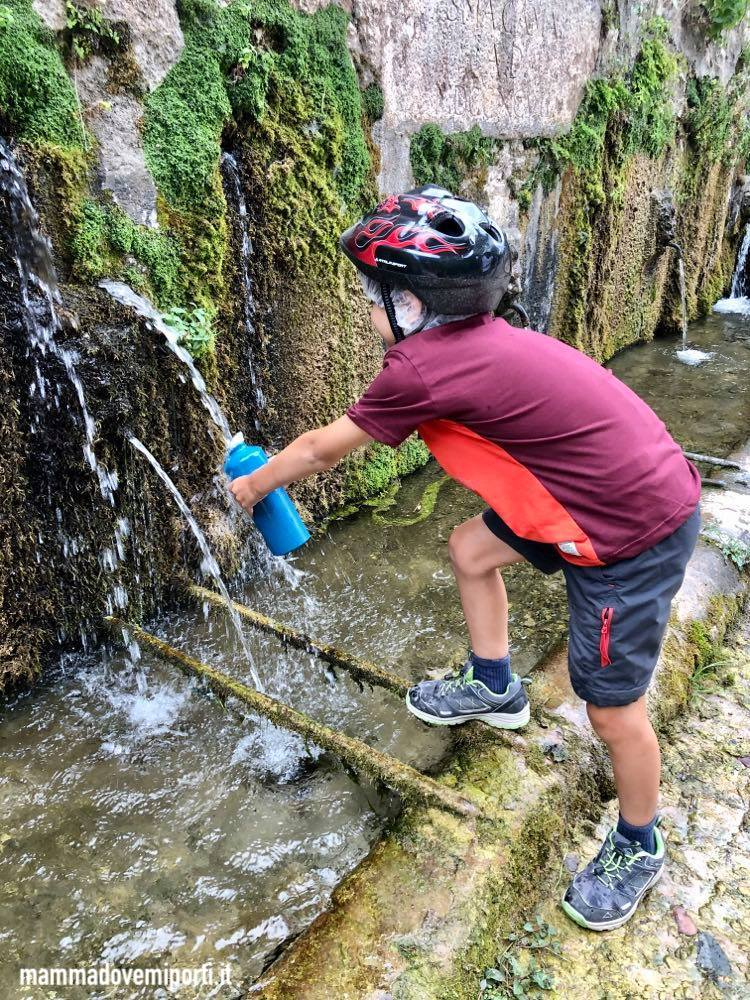 Vista sul fiume Tirino durante l'escursione in e-bike con IL Bosso