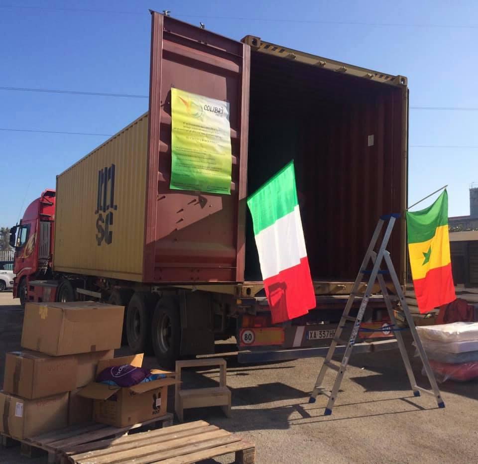 Circolo Culturale colibrì container di aiuti parte per il Senegal
