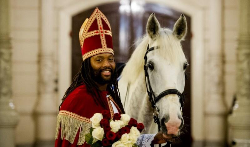 Patrick Mathurin prova a ribaltare gli stereotipi razziali intorno alla festa di Sinterklaas