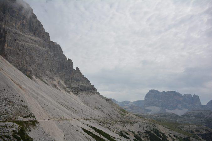 Scorcio del sentiero per come  arrivare alle tre cime di Lavaredo