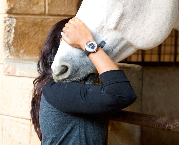 Horse riding, Bianco