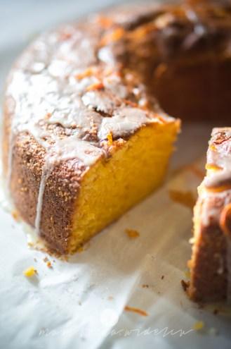 na widelcu ciasto dyniowe z pomarańczą 7247