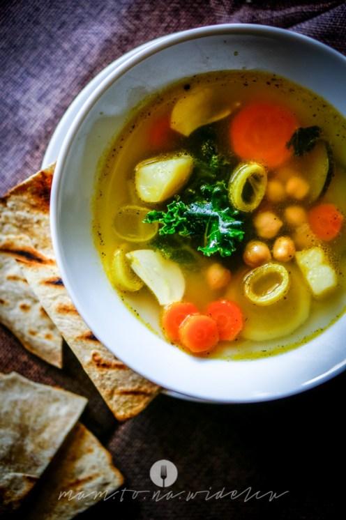 na widelcu zupa ciecierzyca jarmuż 6909