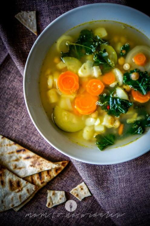 na widelcu zupa ciecierzyca jarmuż 6912