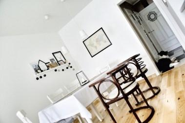 Gięte fotele i ikeowski stół