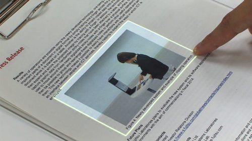 【衝撃】実世界の紙媒体の情報を即座にデジタルデータ化することができる画期的な装置が開発される