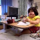 下肢の発達が不十分で生まれてきた人魚症候群(シレノメリア)の女の子のドキュメンタリー映像