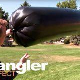 【実験】黒いポリ袋に空気を入れて太陽光で温めるだけで巨大な気球が作れる!