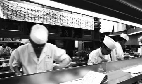 形成外科も職人の世界。優秀な外科医がいます。写真は「浅井東迎」沖縄出身のマスターが弟子を育てています