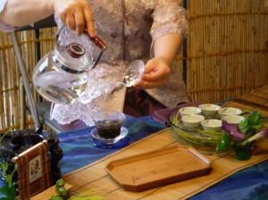 中国茶淹れる