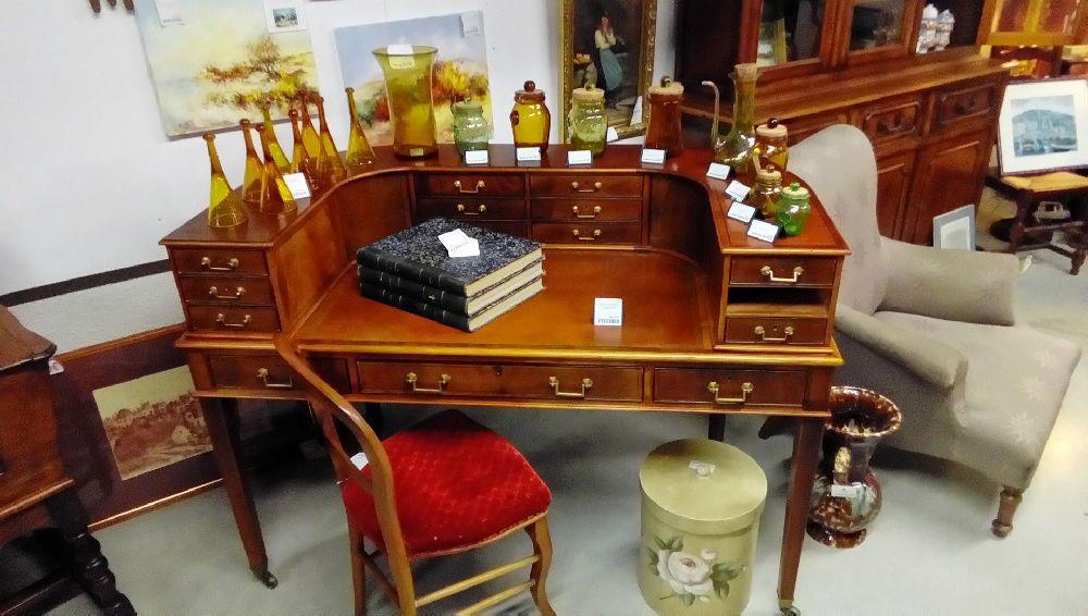 bureau style anglais mulititiroirs dont 1 manquant cuir