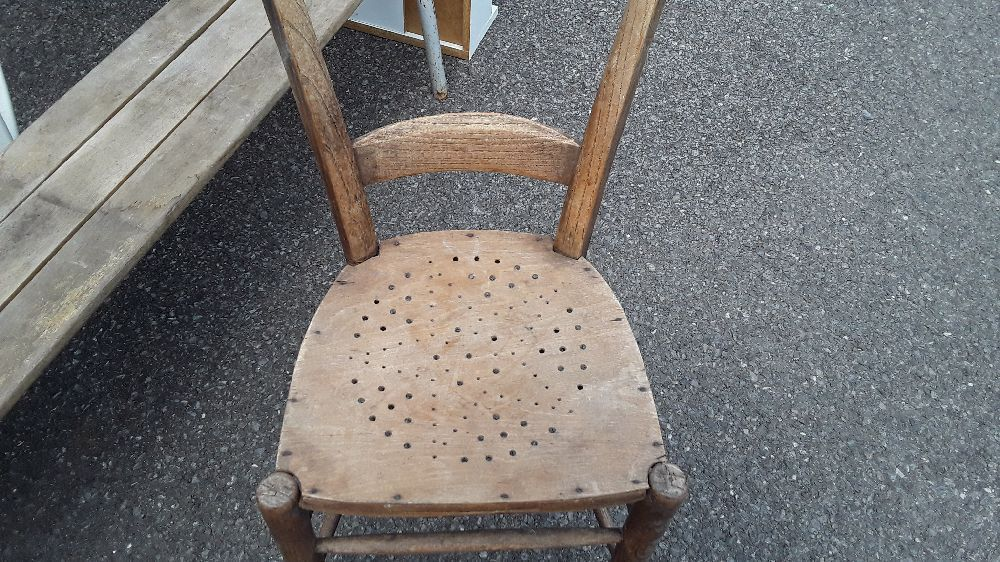 chaise percee rustique a restaurer