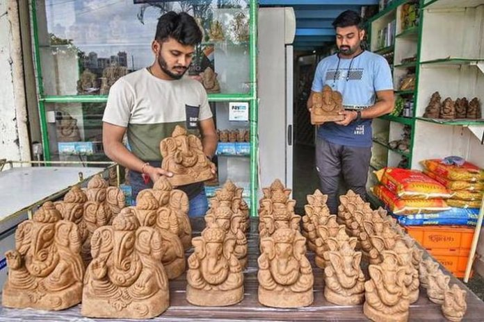 this doctor makes eco friendly ganesh idols using cow dung