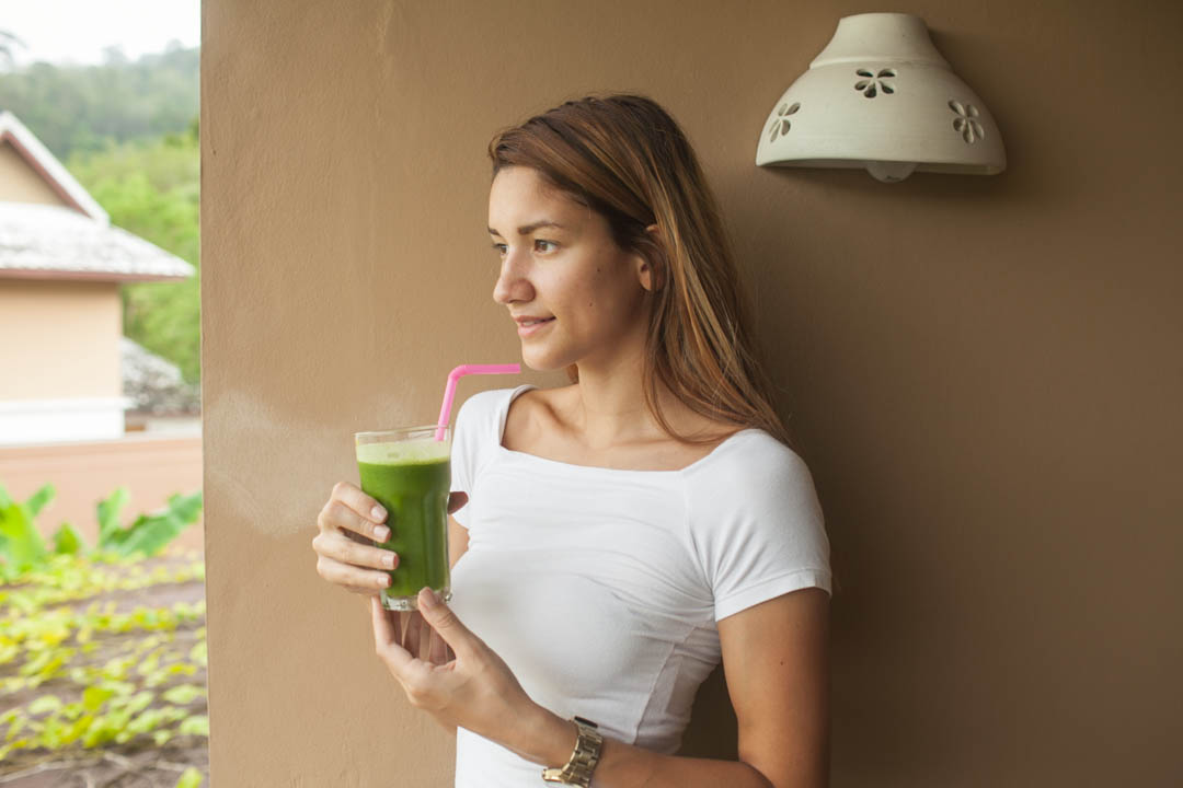 girl detox lifeco phuket with green juice