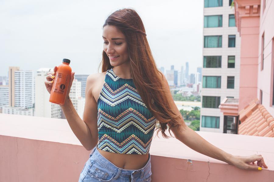 girl holding detox juice bangkok
