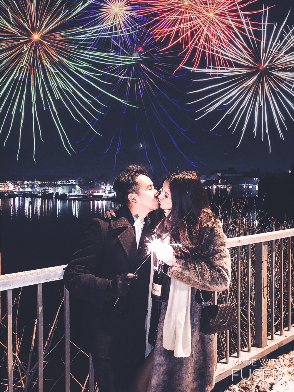 new years kisses under firework 2018