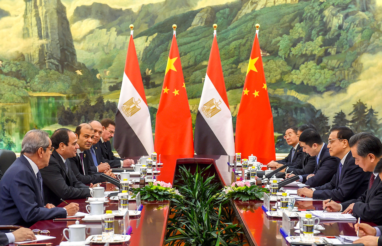 Chinese and Egyptian bilateral discussion at conference table.