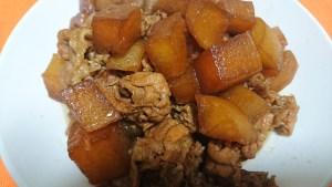 ヨシダソースで作った豚肉と大根の煮物