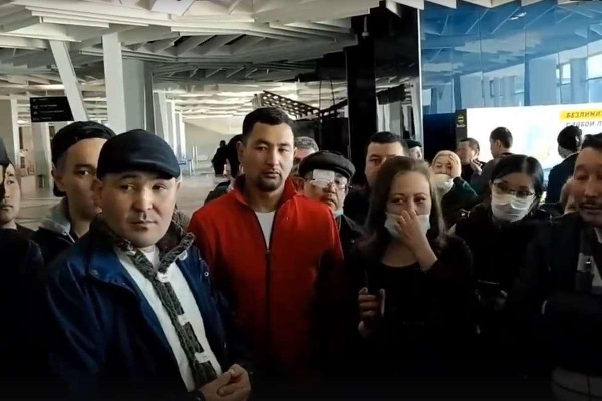 Coronalive:  кыргызстанцев не выпускают из России