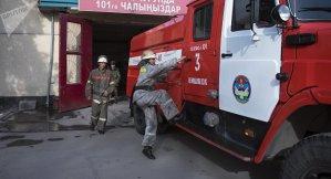 """В Бишкекском микрорайоне """"Джал"""" горит строящийся объект"""
